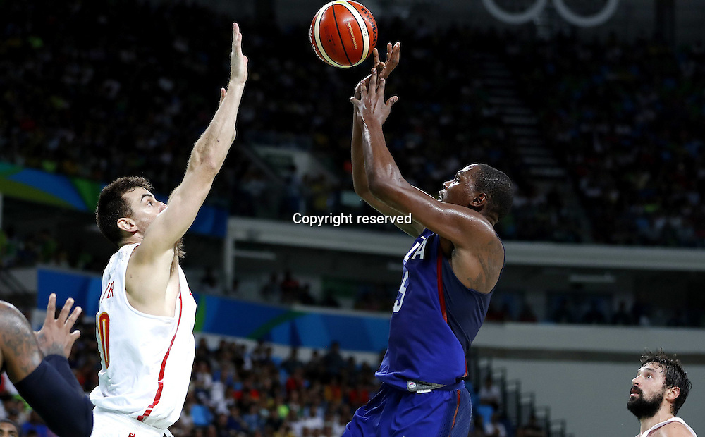 19.08.2016. Rio de Janeiro, Brazil. Mens Basketball semi-final at the 2016 Rio Olympic Games. USA versus Spain.  Victor CLAVER (ESP) and Kevin DURANT (USA)  . The USA won the game by a score of 82-76 to make the final.