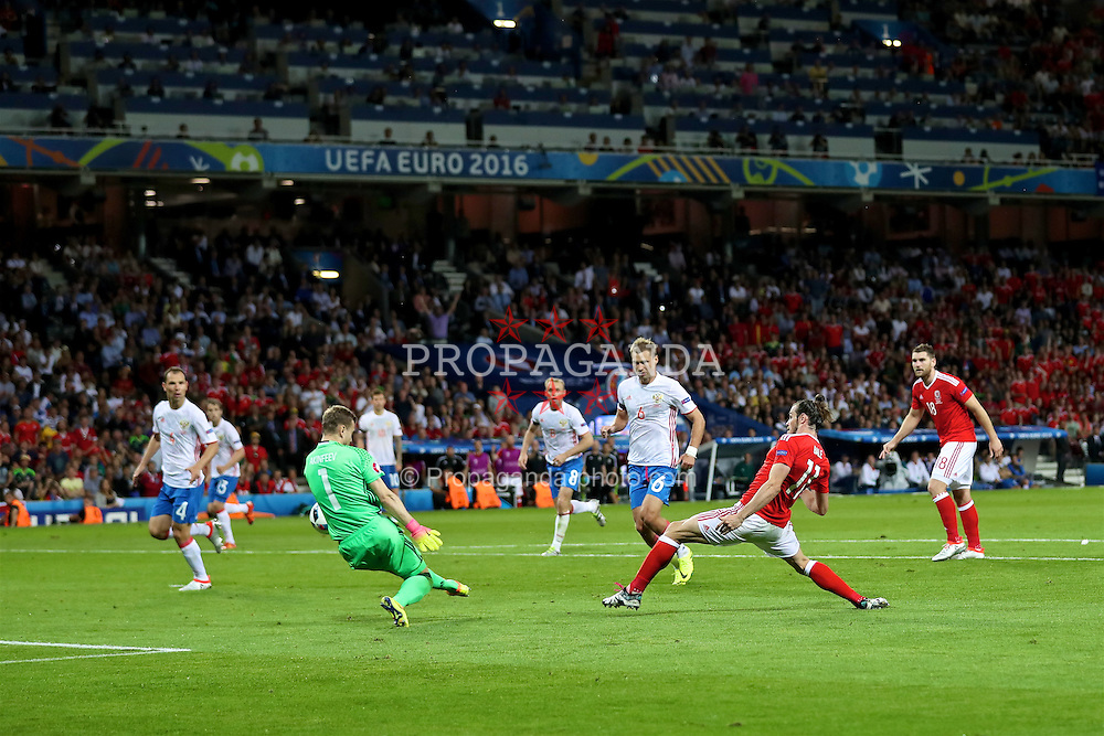 TOULOUSE, FRANCE - Monday, June 20, 2016: Wales' Gareth Bale scores the third goal against Russia during the final Group B UEFA Euro 2016 Championship match at Stadium de Toulouse. (Pic by David Rawcliffe/Propaganda)