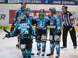 01.12.2016, Keine Sorgen Eisarena, Linz, AUT, EBEL, EHC Liwest Black Wings Linz vs Dornbirner Eishockey Club, 25. Runde, im Bild Brett McLean (EHC Liwest Black Wings Linz) feiert // during the Erste Bank Icehockey League 25th round match between EHC Liwest Black Wings Linz and Dornbirner Eishockey Club at the Keine Sorgen Icearena, Linz, Austria on 2016/12/01. EXPA Pictures © 2016, PhotoCredit: EXPA/ Reinhard Eisenbauer