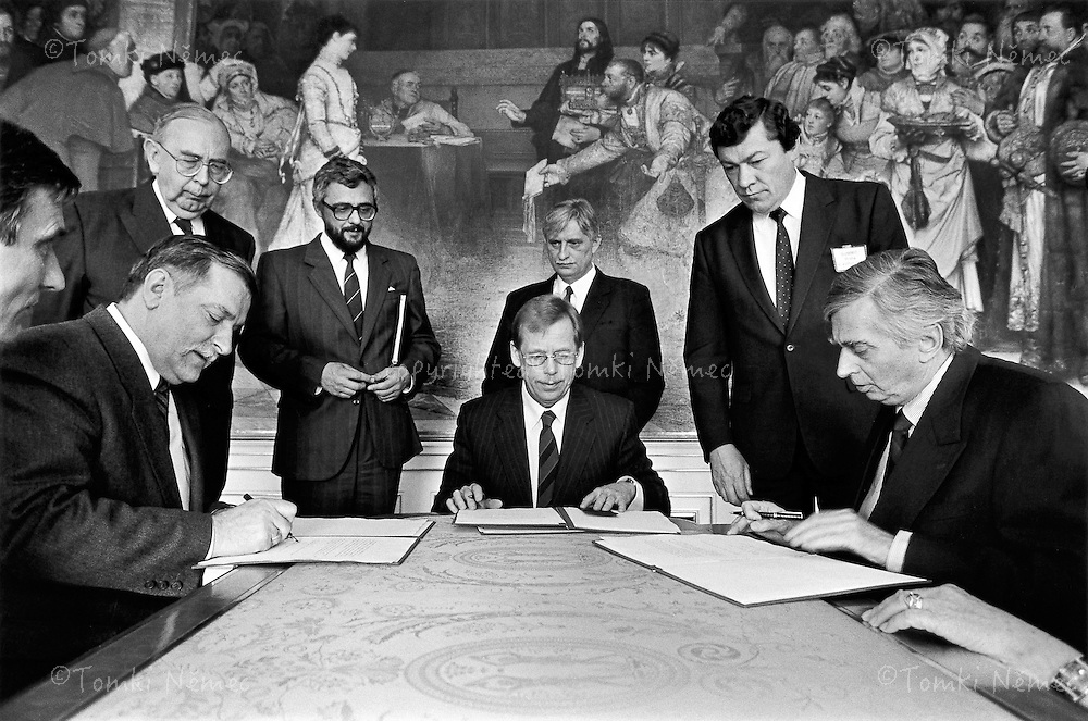 Prague, 6 May 1992 - Prague Castle.Summit of the Viszegrad Three - Lech Walesa, Vaclav Havel and Jozef Antal sign a joint document in the Brozik Salon of Prague Castle.