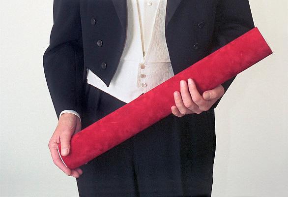Nederland, Nijmegen, 12-1-2012Promovendus houd de koker met de academische, wetenschappelijke bul in zijn handen.Foto: Flip Franssen