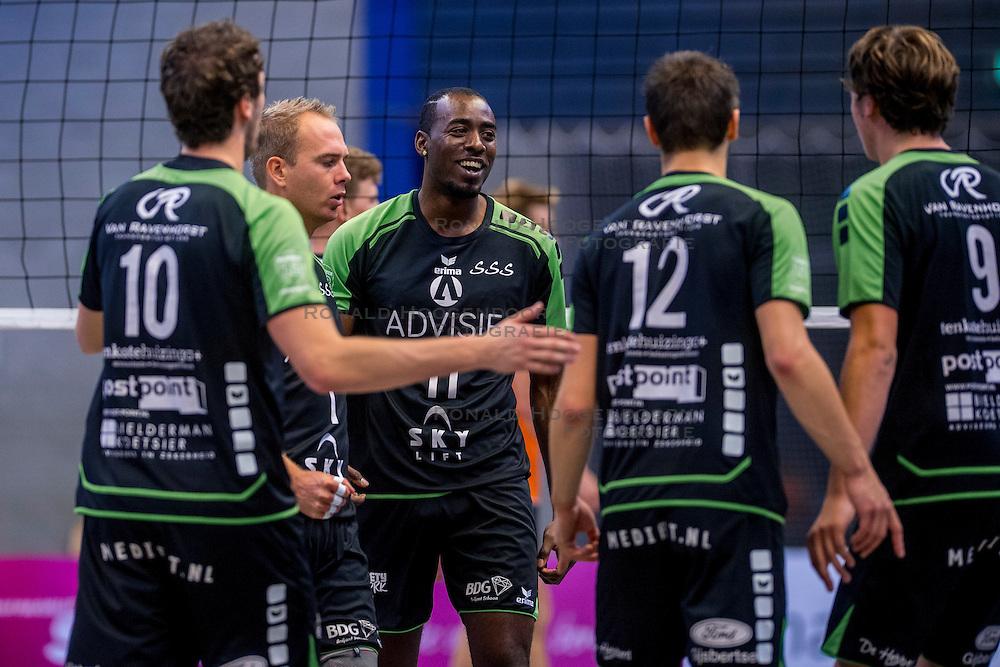 22-10-2016 NED: TT Papendal/Arnhem - Advisie SSS, Arnhem<br /> De Talenten winnen met 3-2 van SSS / Frank van den Noort #1 of SSS, Raygid Isenia #11 of SSS