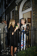 CAMILLA LONG AND DAPHNE GUINNESS, The Spectator At Home. Doughty St. 6 July 2006. ONE TIME USE ONLY - DO NOT ARCHIVE  © Copyright Photograph by Dafydd Jones 66 Stockwell Park Rd. London SW9 0DA Tel 020 7733 0108 www.dafjones.com