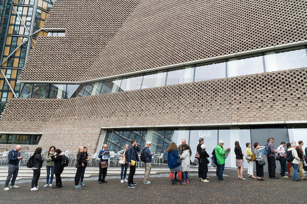 © Licensed to London News Pictures. 17/06/2016. Visitors queue up on the first public opening day of the Tate Modern Switch House extension. The new ten-story building offers 60% more space and a 360-degree views of the River Thames, St Paul's Cathedral and the dramatic London skyline.  London, UK. Photo credit: Ray Tang/LNP