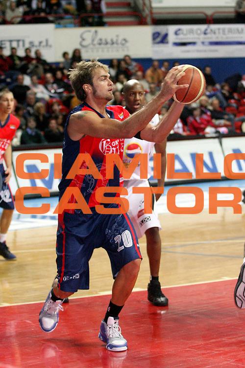 DESCRIZIONE : Montecatini Legadue 2007-08 Agricola Gloria Basket Rossoblu Montecatini Pepsi Juve Caserta<br /> GIOCATORE : Soloperto Mattia<br /> SQUADRA : Agricola Gloria Basket Rossoblu Montecatini<br /> EVENTO : Campionato Legadue 2007-2008<br /> GARA : Agricola Gloria Basket Rossoblu Montecatini Pepsi Juve Caserta<br /> DATA : 21/10/2007<br /> CATEGORIA : Passaggio<br /> SPORT : Pallacanestro<br /> AUTORE : Agenzia Ciamillo-Castoria/Stefano D'Errico