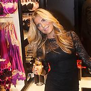 NLD/Amsterdam/20131107- Sylvie Meis, Sylvie van der Vaart-Meis opent nieuwe vestiging van Hunkemoller, Sylvie Meis