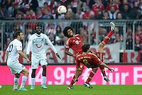 FUSSBALL   1. BUNDESLIGA  SAISON 2012/2013   13. Spieltag FC Bayern Muenchen - Hannover 96     24.11.2012 Szabolcs Huszti (Hannover 96)  gegen Fallrueckzieher Javi , Javier Martinez (FC Bayern Muenchen)