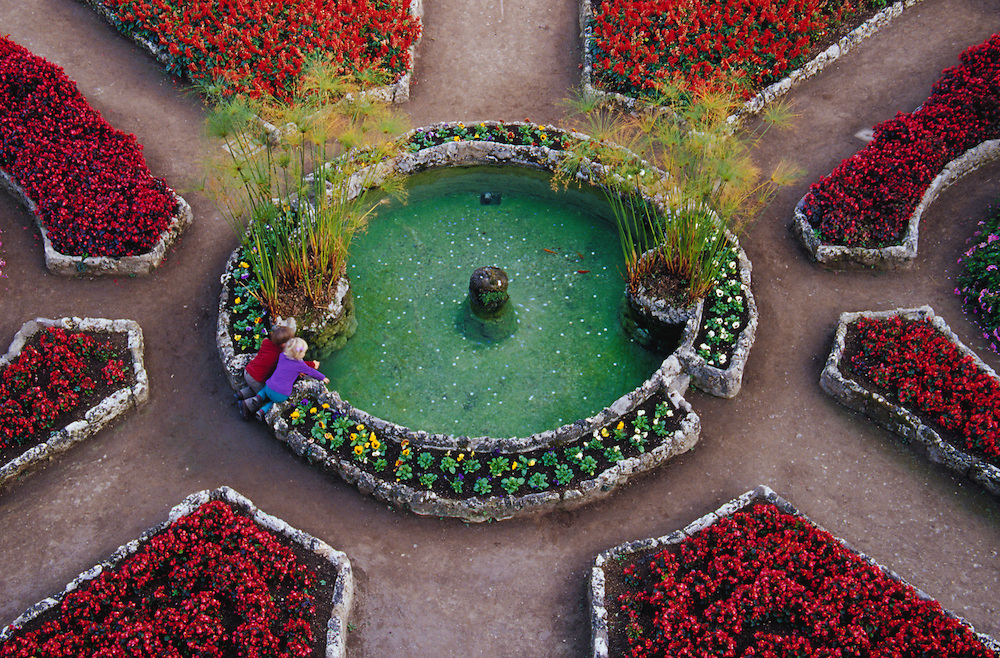Europe, Italy, Salerno, Amalfi Coast, Ravello, children playing at fountain in garden, viewed from above