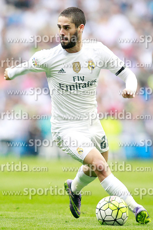 17.10.2015, Estadio Santiago Bernabeu, Madrid, ESP, Primera Division, Real Madrid vs Levante UD, 8. Runde, im Bild Real Madrid's Isco // during the Spanish Primera Division 8th round match between Real Madrid and Levante UD at the Estadio Santiago Bernabeu in Madrid, Spain on 2015/10/17. EXPA Pictures &copy; 2015, PhotoCredit: EXPA/ Alterphotos/ Acero<br /> <br /> *****ATTENTION - OUT of ESP, SUI*****
