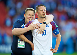 MOSCOW, RUSSIA - Saturday, June 16, 2018: Iceland's Gylfi Sigurdsson celebrates with Sigurdur Thordarson after the 1-1 draw with Argentina during the FIFA World Cup Russia 2018 Group D match between Argentina and Iceland at the Spartak Stadium. (Pic by David Rawcliffe/Propaganda)