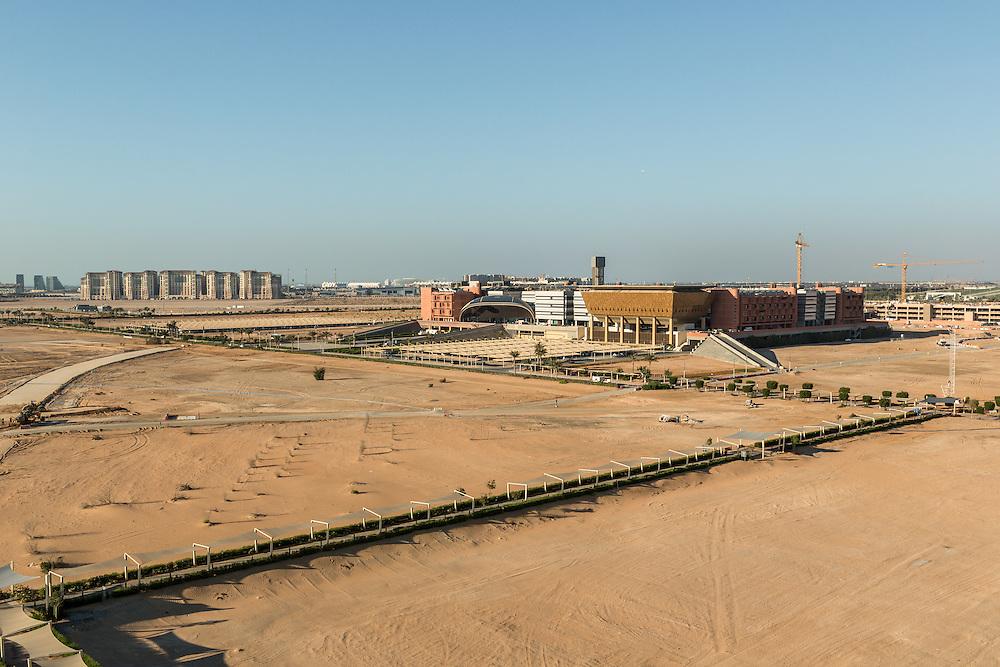 ABU DHABI, EMIRATS ARABES UNIS - 20 JANVIER 2016: Une fois le projet complété, Masdar City devrait s'étendre sur 6 kilomètres carrés et accueillir 45000 personnes.