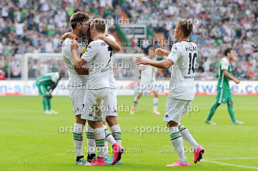 30.08.2015, Weserstadion, Bremen, GER, 1. FBL, SV Werder Bremen vs Borussia Moenchengladbach, 3. Runde, im Bild Jubel bei den Gladbachern nach dem 1 : 1 durch Lars Stindl ( Borussia Moenchengladbach ). // during the German Bundesliga 3rd round match between SV Werder Bremen and Borussia Moenchengladbach at the Weserstadion in Bremen, Germany on 2015/08/30. EXPA Pictures &copy; 2015, PhotoCredit: EXPA/ Eibner-Pressefoto/ Schmidbauer<br /> <br /> *****ATTENTION - OUT of GER*****