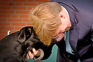 Koning Willem Alexander opent woensdagmiddag 4 november 2015 de eerste geleidehondenbeleving bij KNG