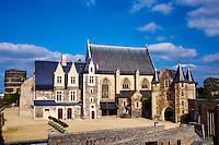 France, Maine-et-Loire (49), Angers, la Chapelle et le Logis Royal dans le Chateau construit par Saint Louis // France, Maine-et-Loire, Angers, Chapel and royal house in the Castle built by Saint Louis