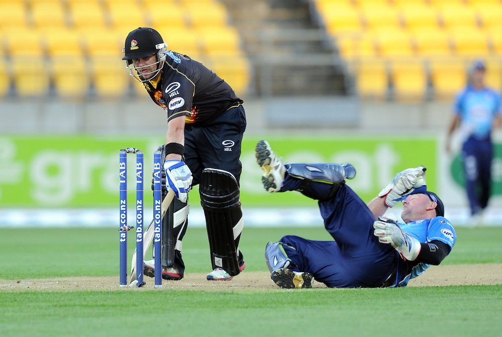 Auckland Aces wicket keeper Gareth Hopkins attempts against  stumping on Wellington Firebirds Michael Papps in the HRV T20 cricket match at Westpac Stadium, Wellington, New Zealand, Saturday, November 23, 2013. Credit:SNPA / Ross Setford