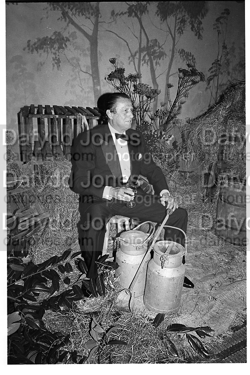 Baron Heinrich Thyssen-Bornemisza.  Thyssen wedding Ball, Daylesford House. 20 September 1985.© Copyright Photograph by Dafydd Jones 66 Stockwell Park Rd. London SW9 0DA Tel 020 7733 0108 www.dafjones.com
