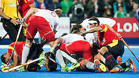 LONDON -  Unibet Eurohockey Championships 2015 in  London. England v Spain. Chris Griffiths   has scored 3-0 and celebrates with his teammates . WSP Copyright  KOEN SUYK