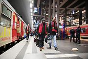 BERLIN, TYSKLAND - 2017-12-06: Fans till &Ouml;stersunds FK anl&auml;nder till Berlin efter en 23 timmar l&aring;ng t&aring;gresa inf&ouml;r UEFA Europa League group J matchen mellan Hertha BSC och &Ouml;stersunds FK p&aring; Olympiastadion den 6 december, 2017 i Berlin, Tyskland. Foto: Nils Petter Nilsson/Ombrello<br /> ***BETALBILD***