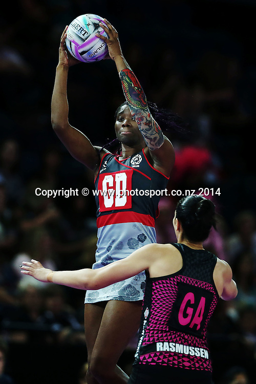 Ama Agbeze of England in action. Fast5 Netball World Series, Day 1, New Zealand Fast5 Ferns v England at Vector Arena, Auckland, New Zealand. Saturday 8 November 2014. Photo: Anthony Au-Yeung / photosport.co.nz