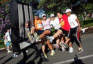 O Homem-Faixa participa da Corrida de Abertura do Circuito Corpore 2012, na USP.São Paulo, Brasil, março, 11, 2012. DANIEL GUIMARÃES