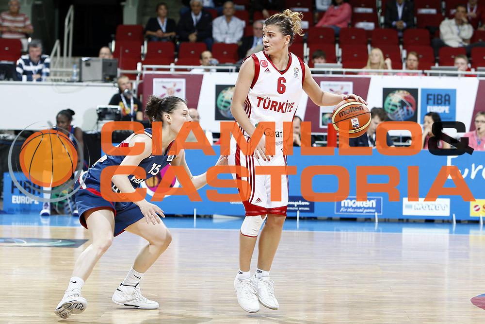 DESCRIZIONE : Riga Latvia Lettonia Eurobasket Women 2009 Qualifying Round Turchia Francia Turkey France<br /> GIOCATORE : Birsel Vardarli<br /> SQUADRA : Turchia Turkey<br /> EVENTO : Eurobasket Women 2009 Campionati Europei Donne 2009 <br /> GARA : Turchia Francia Turkey France<br /> DATA : 14/06/2009 <br /> CATEGORIA : palleggio<br /> SPORT : Pallacanestro <br /> AUTORE : Agenzia Ciamillo-Castoria/E.Castoria