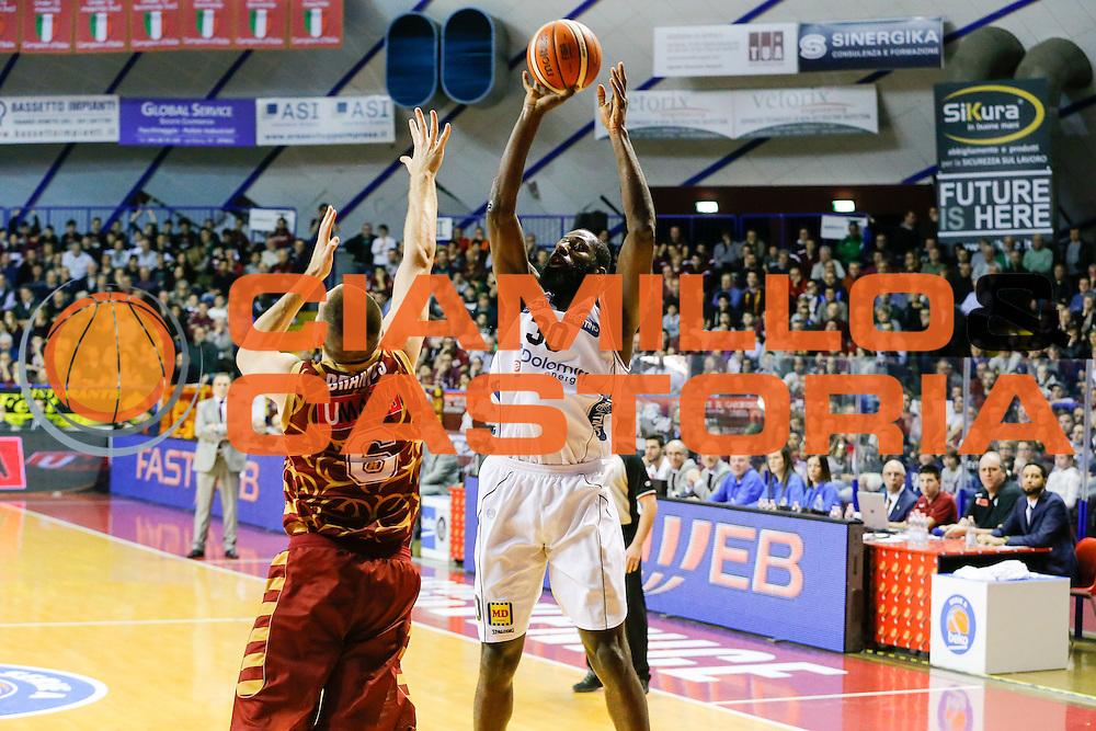 DESCRIZIONE : Venezia Lega A 2015-16 Umana Reyer Venezia Dolomiti Energia Trentino<br /> GIOCATORE : Julian Wright<br /> CATEGORIA : Tiro<br /> SQUADRA : Umana Reyer Venezia Dolomiti Energia Trentino<br /> EVENTO : Campionato Lega A 2015-2016<br /> GARA : Umana Reyer Venezia Dolomiti Energia Trentino<br /> DATA : 28/12/2015<br /> SPORT : Pallacanestro <br /> AUTORE : Agenzia Ciamillo-Castoria/G. Contessa<br /> Galleria : Lega Basket A 2015-2016 <br /> Fotonotizia : Venezia Lega A 2015-16 Umana Reyer Venezia Dolomiti Energia Trentino