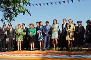 Koninginnedag 2012 in de Utrechtse gemeente Rhenen.// Queensday 2012 in the city of Rhenen.<br /> <br /> Op de foto: De konklijke familie met o.a. Koningin Beatrix , Prins Willem-Alexander , Prins Constantijn en Prinses Laurentien , Prinses Margriet  , <br /> Prins Maurits en Prinses Maril&egrave;ne , Prins Bernhard en Prinses Annette , Prins Pieter-Christiaan , Prins Floris en Prinses Aim&eacute;e
