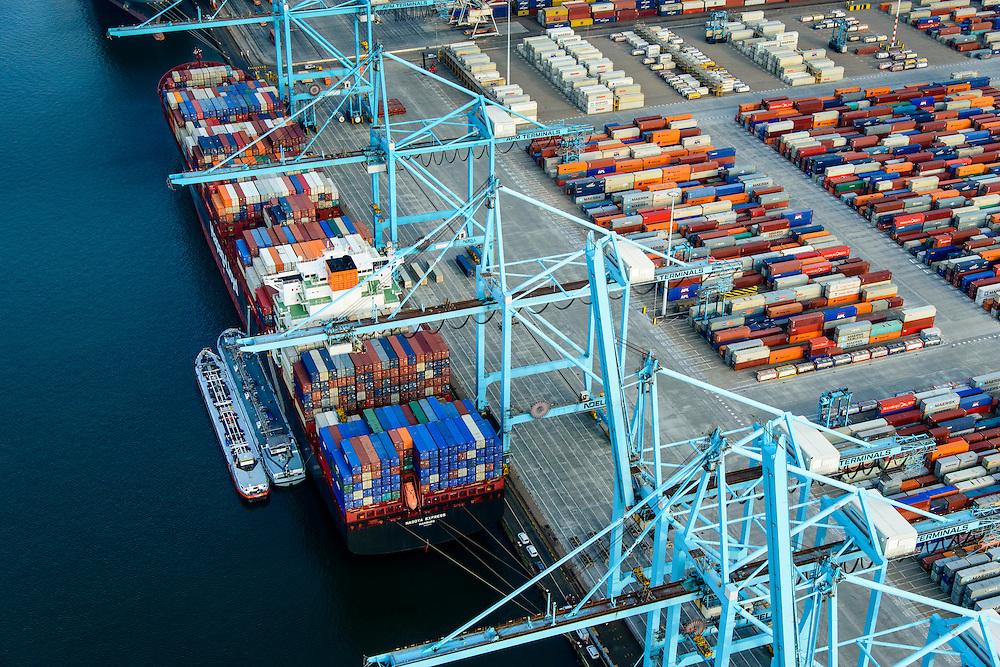 Nederland, Zuid-Holland, Rotterdam, 28-09-2014; Eerste Maasvlakte met Europahaven en zicht op ECT Delta Terminal (Europe Container Terminals). Rechts Yangtzekanaal (Yangtzekanaal) en de Euromax Terminal .<br /> Port of Rotterdam, First Maasvlakte and Europe Container Terminals.<br /> luchtfoto (toeslag op standard tarieven);<br /> aerial photo (additional fee required);<br /> copyright foto/photo Siebe Swart