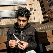 Nederland Rotterdam 12 maart 2007  20070312.Allochtone minderjarige jongeren draaien een blowtje in de buitenruimte.Foto David Rozing