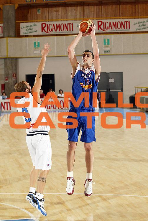 DESCRIZIONE : Bormio Amichevole Italia Serbia<br /> GIOCATORE : Nikolic<br /> SQUADRA : Serbia <br /> EVENTO : Bormio Amichevole Italia Serbia <br /> GARA : Italia Serbia <br /> DATA : 16/07/2006 <br /> CATEGORIA : Tiro<br /> SPORT : Pallacanestro <br /> AUTORE : Agenzia Ciamillo-Castoria/G.Cottini