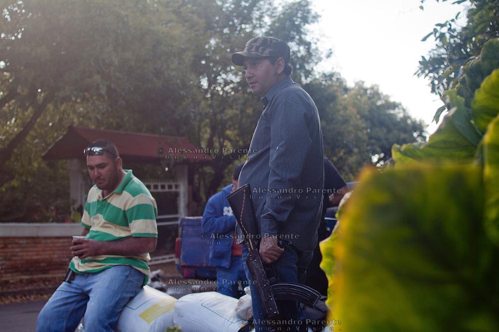 Un abitante de Los Reyes si unisce al'autodifesa per recuperare una casa che gli era stata tolta anni fa dai templari.
