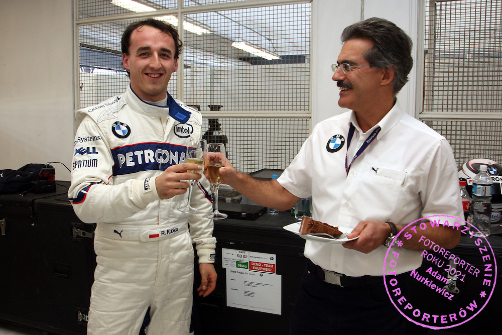 07.12.2008 Mexico City, Mexico, .24th birthday of Robert Kubica (POL),  BMW Sauber F1 Team and Dr. Mario Theissen (GER), BMW Sauber F1 Team, BMW Motorsport Director, Formula BMW World Final 2008 at the Autodromo Hermanos Rodríguez, 4th-7th of December 2008 .FOT. XPB.CC / WROFOTO.*** poland only !!! ***.*** NO INTERNET / MOBILE USAGE !!! ***