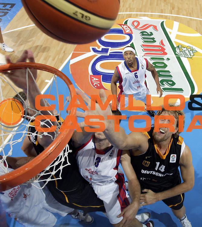 DESCRIZIONE : Palma di Maiorca Palma de Mallorca Spagna Spain Eurobasket Men 2007 Repubblica Ceca Germania Czech Republic Germany <br /> GIOCATORE : Dirk Nowitzki <br /> SQUADRA : Germania Germany <br /> EVENTO : Eurobasket Men 2007 Campionati Europei Uomini 2007 <br /> GARA : Repubblica Ceca Germania Czech Republic Germany <br /> DATA : 03/09/2007 <br /> CATEGORIA : Special San Miguel <br /> SPORT : Pallacanestro <br /> AUTORE : Ciamillo&amp;Castoria/T.Wiedensohler <br /> Galleria : Eurobasket Men 2007 <br /> Fotonotizia : Palma de Mallorca Spagna Spain Eurobasket Men 2007 Repubblica Ceca Germania Czech Republic Germany <br /> Predefinita :