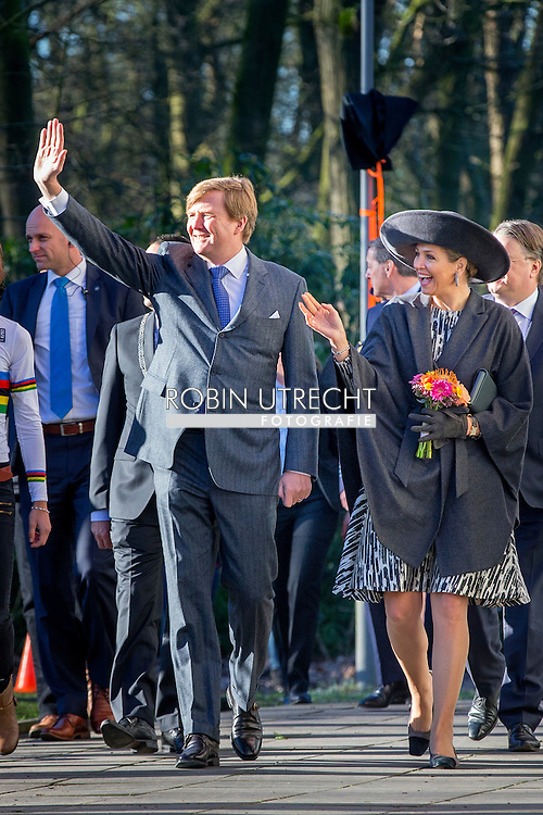 16-2-2016 - BERGEN OP ZOOM - Upon entering the Markiezenhof given by Mr Meijer explanations about innovation and creation in relation to culture. King Willem-Alexander and Queen Maxima spend Tuesday, February 16th, 2016 a regional visit to West-Brabant and around the Brabantse Wal. They visit successively municipalities Woensdrecht, Bergen op Zoom and Rucphen. During the visit are the social and economic resilience and administrative cooperation in the region of Central. copyright Robin Utrecht<br /> 16-2-2016 - BERGEN OP ZOOM  -  Bij binnenkomst in het Markiezenhof wordt door de heer Meijer uitleg gegeven over innovatie en creatie in relatie tot cultuur .   Koning Willem-Alexander en Koningin Maxima brengen dinsdag 16 februari 2016 een streekbezoek aan West-Brabant op en rond de Brabantse Wal. Ze bezoeken achtereenvolgens de gemeenten Woensdrecht, Bergen op Zoom en Rucphen. Tijdens het bezoek staan de sociale en economische veerkracht en de bestuurlijke samenwerking in de regio centraal . copyright robin utrecht