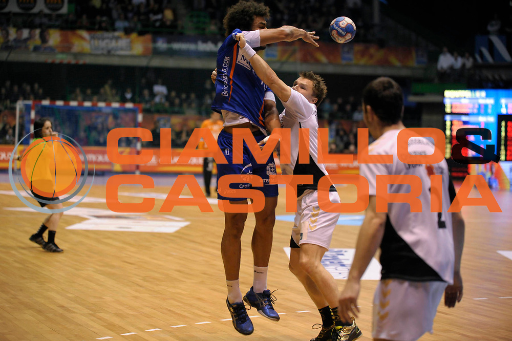 DESCRIZIONE : France Ligue Hand Coupe de la ligue Demi Finale Chambery Montpellier Nantes 13/03/2010<br /> GIOCATORE : Di Panda Adrien<br /> SQUADRA : Montpellier<br /> EVENTO : France Hand Coupe de La Ligue Chambery Montpellier<br /> GARA : Chambery Montpellier<br /> DATA : 13/03/2010<br /> CATEGORIA : Handball Coupe de La Ligue Demi Finale Homme Action Chambery<br /> SPORT : Handball<br /> AUTORE : JF Molliere par Agenzia Ciamillo-Castoria <br /> Galleria : France Hand Coupe de La Ligue Homme 2009/2010  <br /> Fotonotizia : France Ligue Hand Coupe de la ligue Demi Chambery Montpellier Nantes 13/03/2010<br /> Predefinita :