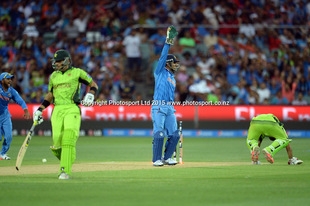 Indians appeal for a runout chance during the ICC Cricket World Cup match between India and Pakistan at Adelaide Oval in Adelaide, Australia. Sunday 15 February 2015. Copyright Photo: Raghavan Venugopal / www.photosport.co.nz