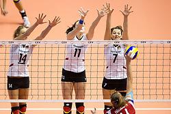 29.09.2011, Hala Pionir, Belgrad, SRB, Europameisterschaft Volleyball Frauen, Viertelfinale, Deutschland (GER) vs. Tschechien (CZE, im Bild Margareta Kozuch (#14 GER / Sopot POL), Christiane Fürst / Fuerst (#11 GER / Istanbul TUR), Angelina Grün / Gruen (#7 GER / Aachen GER) - Aneta Havlickova (#4 CZE) // during the 2011 CEV European Championship, Quarterfinal at Hala Pionir, Belgrade, SRB, Germany vs Czech Republic, 2011-09-29. EXPA Pictures © 2011, PhotoCredit: EXPA/ nph/  Kurth       ****** out of GER / CRO  / BEL ******