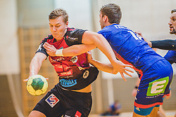 29.09.2018, Sporthalle Leoben-Donawitz, Leoben, AUT, HLA, Union JURI Leoben vs Sparkasse Schwaz HANDBALL TIROL, im Bild Sebastian Spendier (Sparkasse Schwaz HANDBALL TIROL), Thomas Kuhn (Union JURI Leoben) // during the Handball League Austria, match between Union JURI Leoben vs Sparkasse Schwaz HANDBALL TIROL at the sport Hall, Leoben, Austria, 2018/09/29, EXPA Pictures © 2018, PhotoCredit: EXPA/ Dominik Angerer