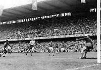 Fotball<br /> VM 1958<br /> Foto: Colorsport/Digitalsport<br /> NORWAY ONLY<br /> <br /> PELE SCORES THE 3rd GOAL FOR BRAZIL.  SWEDEN v BRAZIL, WORLD CUP FINAL, 1958