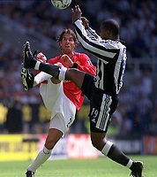 Ruud Van Nistelrooy (ManchesterUnited) Titus Bramble (Newcastle United) Newcastle United v Manchester United, FA Premiership, 23/08/2003. Credit: Colorsport / Matthew Impey