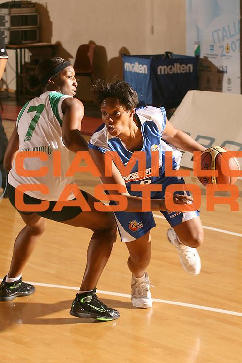 ESCRIZIONE : Cagliari Lega A1 Femminile 2006-07 Prima Giornata Trogylos Priolo Maddaloni Basket <br /> GIOCATORE : Campbell Edna <br /> SQUADRA : Maddaloni Basket <br /> EVENTO : Campionato Lega A1 2006-2007 Prima Giornata <br /> GARA : Trogylos Priolo Maddaloni Basket <br /> DATA : 08/10/2006 <br /> CATEGORIA : Palleggio <br /> SPORT : Pallacanestro <br /> AUTORE : Agenzia Ciamillo-Castoria/S.D'Errico
