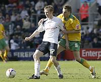 Photo: Aidan Ellis.<br /> Preston North End v Norwich City. Coca Cola Championship. 08/04/2006.<br /> Preston's brett Ormerod holds off Norwich's Darren Huckerby