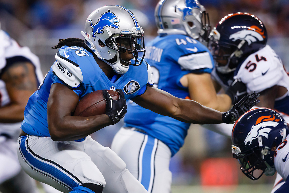 Detroit Lions running back Joique Bell (35) rushes against the Denver Broncos during an NFL football game at Ford Field in Detroit, Sunday, Sept. 27, 2015. (AP Photo/Rick Osentoski)