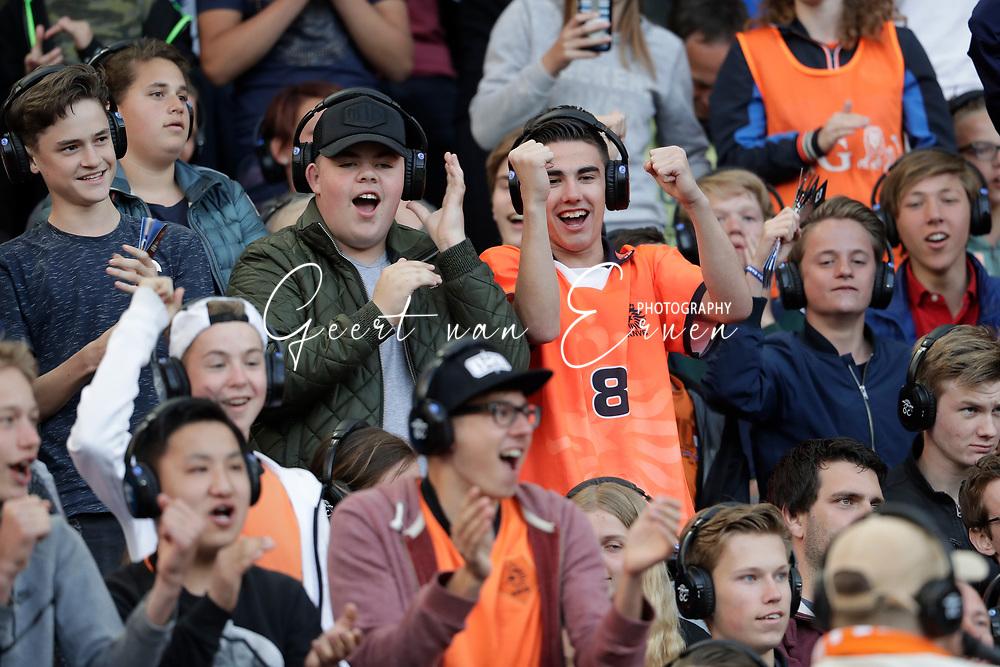 04-06-2017 VOETBAL:NEDERLAND-IVOORKUST:ROTTERDAM<br /> Oranje oefende tegen Ivoorkust vanavond in De Kuip<br /> <br /> Supporters van oranje als vloggers op de tribune<br /> <br /> Foto: Geert van Erven