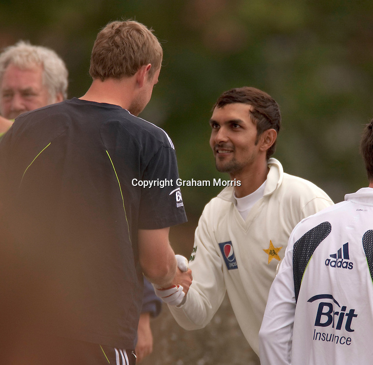 All smiles after yesterday's ball throwing incident. Zulqarnain Haider (right) shakes hands with Stuart Broad after the second npower Test Match between England and Pakistan at Edgbaston, Birmingham.  Photo: Graham Morris (Tel: +44(0)20 8969 4192 Email: sales@cricketpix.com) 09/08/10