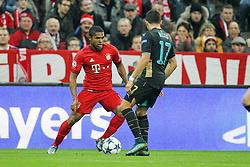 04.11.2015, Allianz Arena, Muenchen, GER, UEFA CL, FC Bayern Muenchen vs FC Arsenal, Gruppe F, im Bild l-r: im Zweikampf, Aktion, mit Douglas Costa #11 (FC Bayern Muenchen) und Alex Sanchez #17 (FC Arsenal London) // during the UEFA Champions League group F match between FC Bayern Munich and FC Arsenal at the Allianz Arena in Muenchen, Germany on 2015/11/04. EXPA Pictures &copy; 2015, PhotoCredit: EXPA/ Eibner-Pressefoto/ Kolbert<br /> <br /> *****ATTENTION - OUT of GER*****