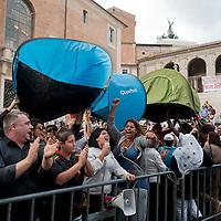 Manifestazione  contro la vendita del patrimonio comunale.