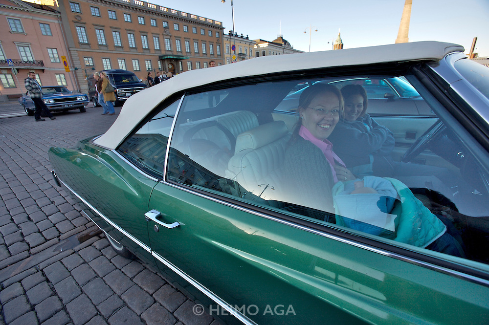 During summer from June to Septemper, every first Friday of the month is Vintage Car Cruising Night. Hundreds of classic American cars cruise around downtown Helsinki and meet at special places to have a good time, here at Kauppatori (Market Square). Baby is coming along, too!