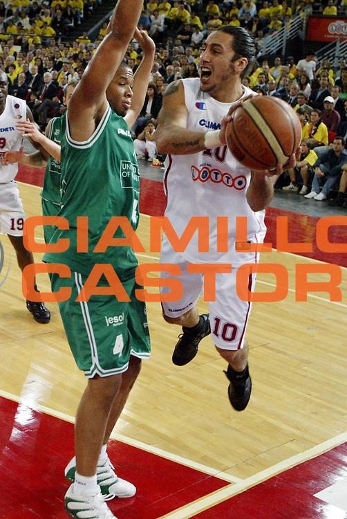DESCRIZIONE : Roma Lega A1 2005-06 Play Off Semifinale Gara 4 Lottomatica Virtus Roma Benetton Treviso <br />GIOCATORE : Sconochini<br />SQUADRA : Lottomatica Virtus Roma<br />EVENTO : Campionato Lega A1 2005-2006 Play Off Semifinale Gara 4 <br />GARA : Lottomatica Virtus Roma Benetton Treviso <br />DATA : 08/06/2006 <br />CATEGORIA : Passaggio<br />SPORT : Pallacanestro <br />AUTORE : Agenzia Ciamillo-Castoria/M.D'Annibale
