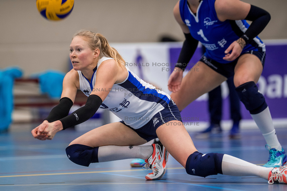 10-12-2016 NED: VC Sneek - Sliedrecht Sport, Sneek<br /> Sneek wint met 3-0 van Sliedrecht Sport / Quirine Oosterveld